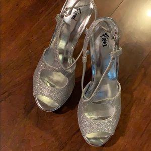 """Fioni -Silver Glitter Sz 7 1/2. Open toe 6"""" heels"""